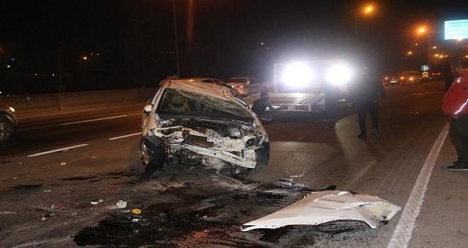 Bariyerlere çarpan araçta 2 yaralı...