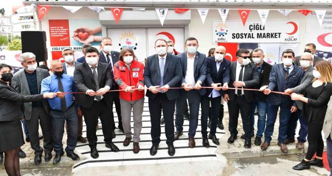 Çiğli'de Sosyal Market hizmete açıldı