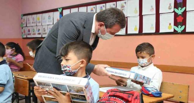 Bergama Belediyesi'nden öğrencilere eğitim seti