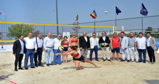 Balkan Plaj Voleybol Şampiyonası Bostanlı'da başlıyor