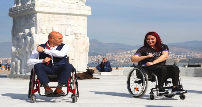 Soyer sokakları tekerlekli sandalye ile gezdi