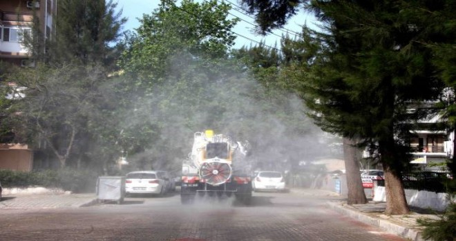 Bayraklı'da 24 mahalleye 2100 ton dezenfektan