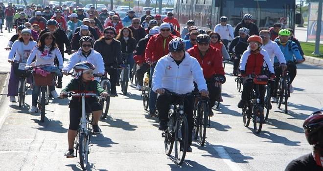 Dr. Cemil Tugay, bisikletcilerle pedal çevirdi...