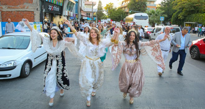 Buca'nın en renkli festivali başladı