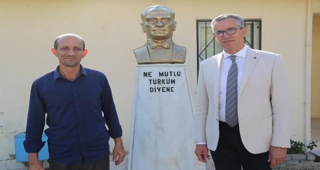 Tahrip edilen Atatürk büstünü  Gaziemir Belediyesi yeniledi