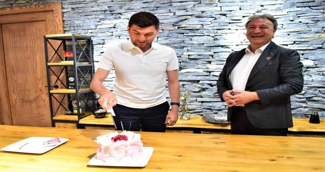 Başkan İduğ'dan en genç Başkan'a doğum günü sürprizi