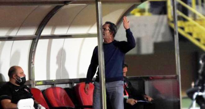 Taraftar, Cüneyt Biçer'i istifaya davet etti