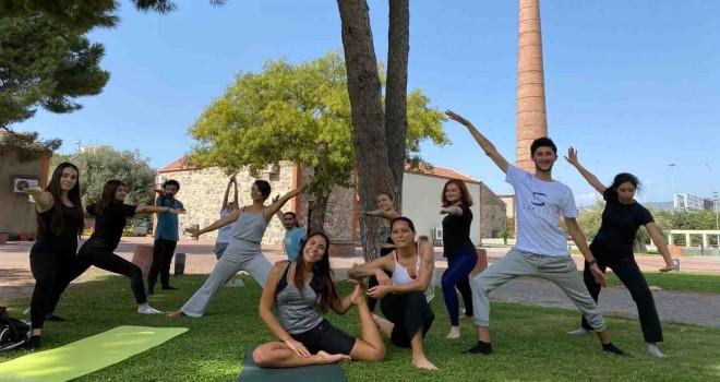 İzmir Büyükşehir'den yoga etkinliği