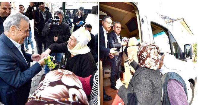 Başkan Kocaoğlu Bayındır'dan çiçeklerle uğurlandı