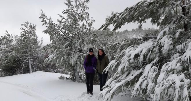 Karşıyakalıların Yamanlar Dağı'ndaki kar sevinci