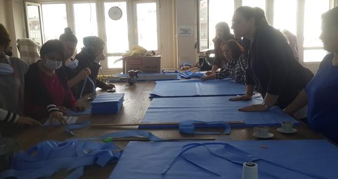 Karşıyaka Halk Eğitim Merkezi maske üretimine başladı