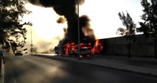 Karşıyaka-Menemen seferi yapan otobüs yandı
