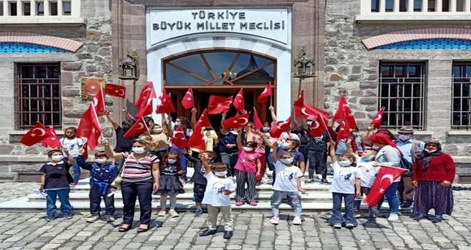 TYSD Karşıyaka Şubesi öğrencilerin Anıtkabir'i gezme hayallerini gerçekleştirdi
