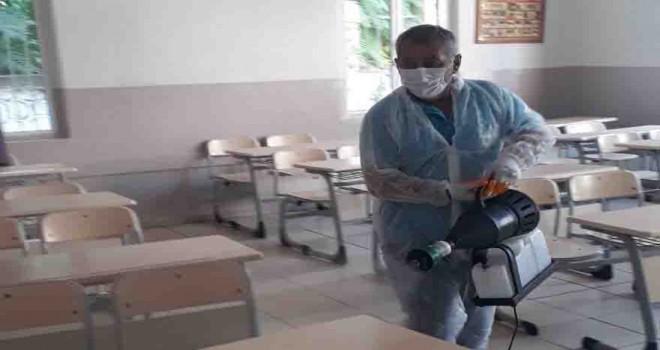 Konak'taki okullara dip bucak dezenfekte