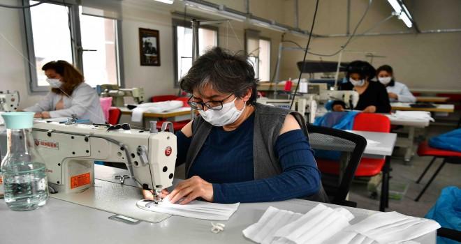 İzmir Büyükşehir de maske üretiyor