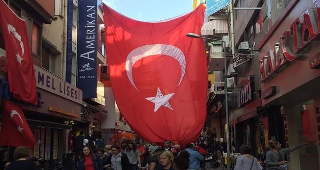 Arabacılar Sokağı'na dev Türk Bayrağı