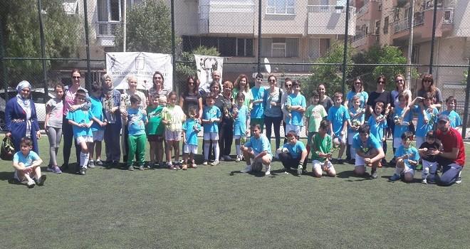 Bostanlıspor futbol alt yapısı anneler gününü sahada kutladı...