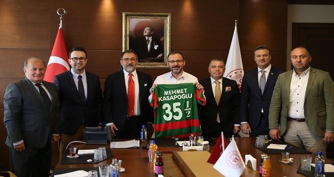 Bakan Kasapoğlu ile Karşıyaka Stadı için  zirve