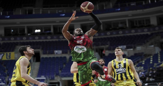 Hakemler istedi Pınar Karşıyaka 1-0 geriye düştü