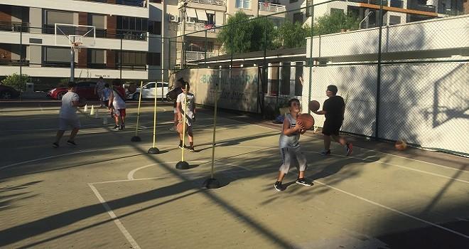 Bostanlıspor Yaz Basketbol Okulu açık havada...