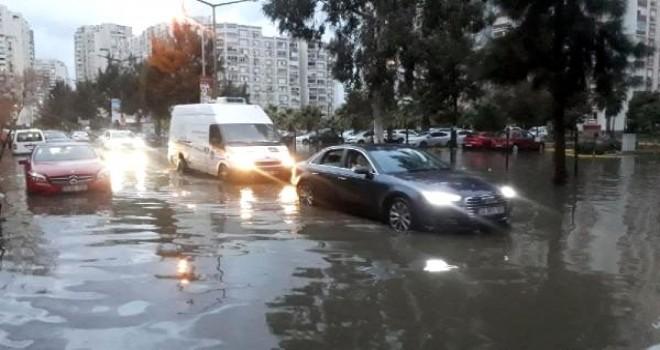 Mavişehir'de yollar göle döndü...