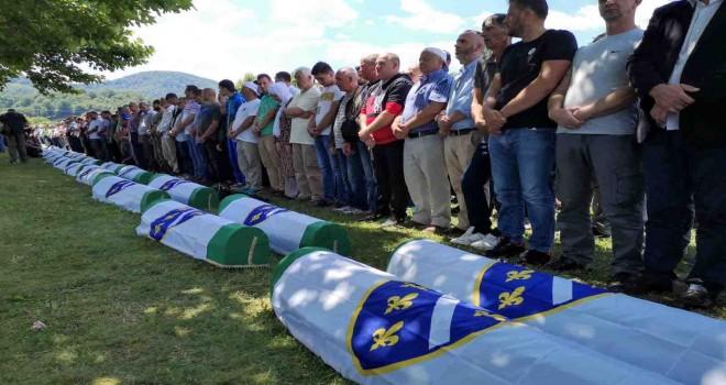''Bugün günlerden Srebrenitsa''