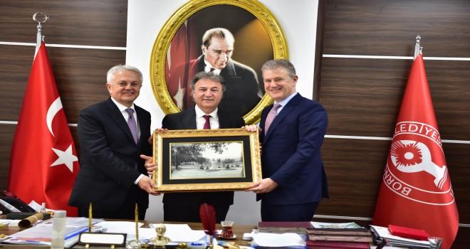 İZTO Başkanı Mahmut Özgener'den Dr. Mustafa İduğ'a tebrik ziyareti