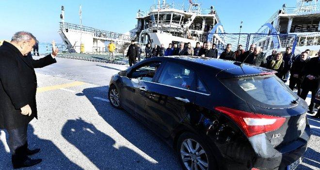 Arabalı vapurun 1 milyonuncu yolcusuna mini tören