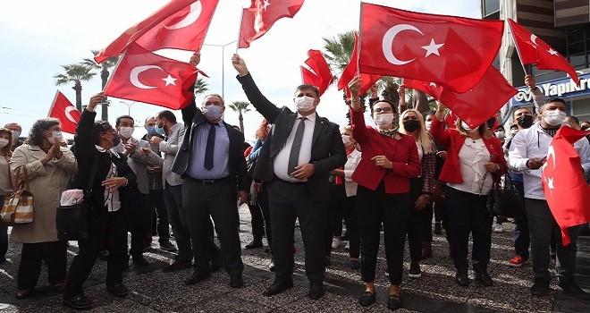 29 Ekim'i esnaf ve vatandaşlarla kutladılar...