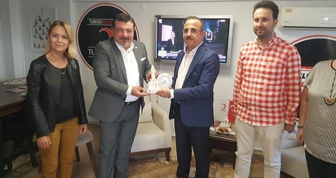 Ak Parti İl Başkanı, Karşıyaka Kızılay'ı ziyaret etti