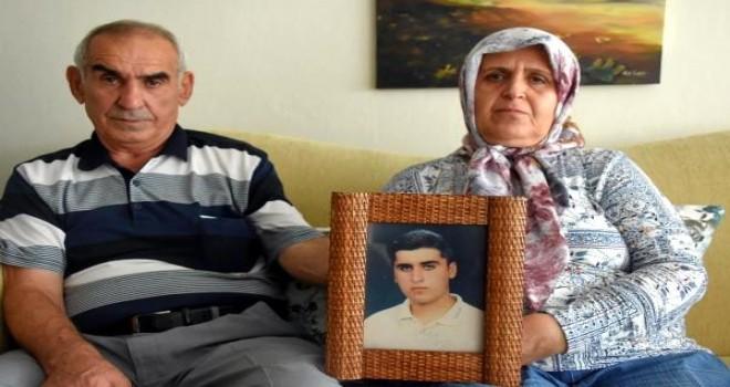 Karşıyaka'da 18 yıl önce kayıp olan oğullarını arıyorlar