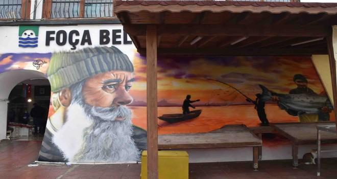Foça Balık Hali duvarına grafiti