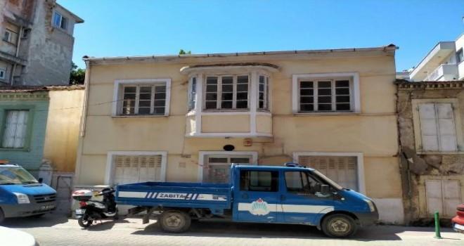 Karşıyaka'da tarihi 3 binanın yıkılmasına engel oldu