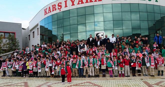 Pınar Karşıyakalı oyuncular öğrencilerle bir araya geldi