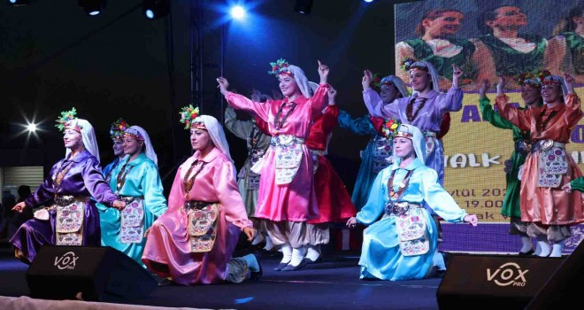 Anadolu Kadınları Konak'ta Halk Oyunları Festivali İzmir'e renk kattı