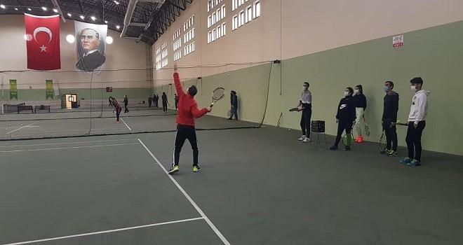 Tenis Antrenör Kursu Karşıyaka'da başladı
