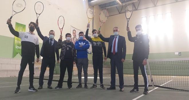 Karşıyaka'da tenisin Romanını yazıyorlar
