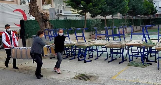 Kızılay Karşıyaka'dan Türk Birliği'ne masa ve sandalye...