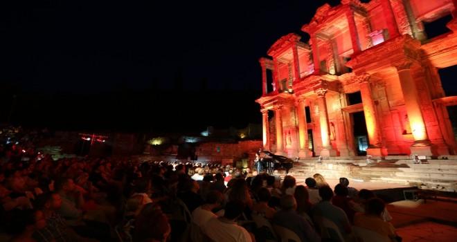 Celsus'ta İtalyan ezgileri yankılandı