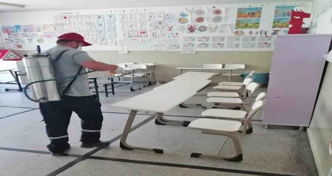 Karşıyaka'daki okullara dip bucak dezenfeksiyon yapıldı