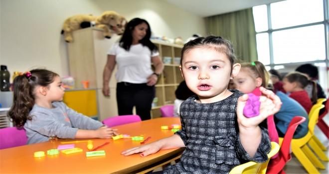 Çocuklar oyuna, anneler eğitime
