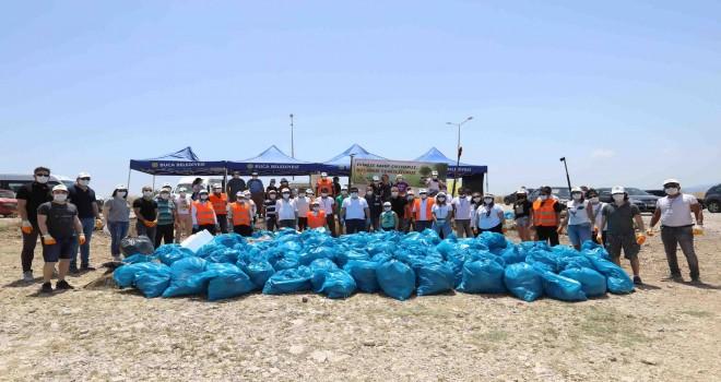 Şahin Tepesi'nden 3 kamyon çöp toplandı