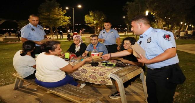 Bayraklı'da piknikçilere farkındalık etkinliği