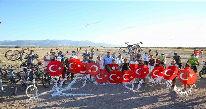 TOKİ'nin Mavişehir'de sattığı alanda uçurtma şenliği