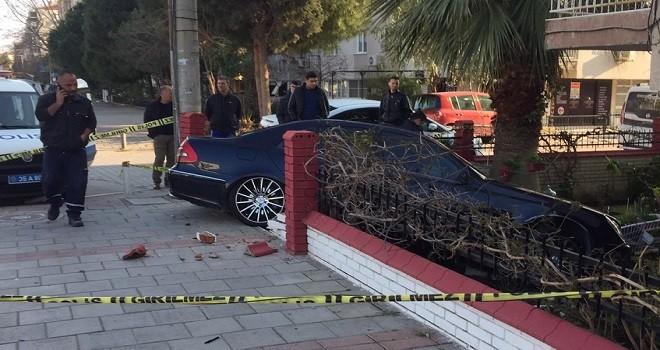 Polisten kaçan alkollü sürücü bahçeye girdi...