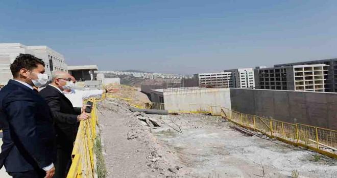 İzmir Valisi Köşger Bayraklı Entegre Şehir Hastanesi Kampüsü inşaatını inceledi