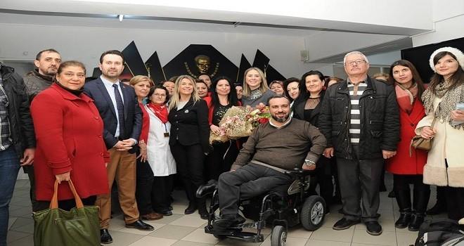 Ayda Mac, Karşıyaka Halk Eğitim Merkezi'ni ziyaret etti
