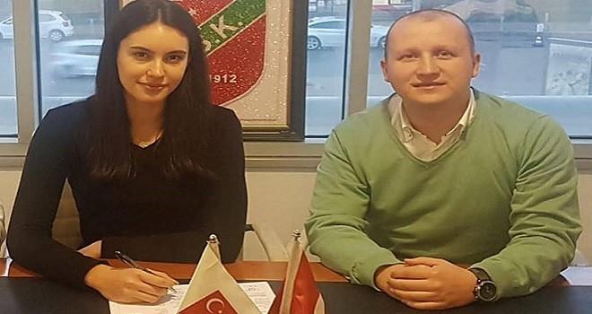 Aleyna Temizler Karşıyaka'da...