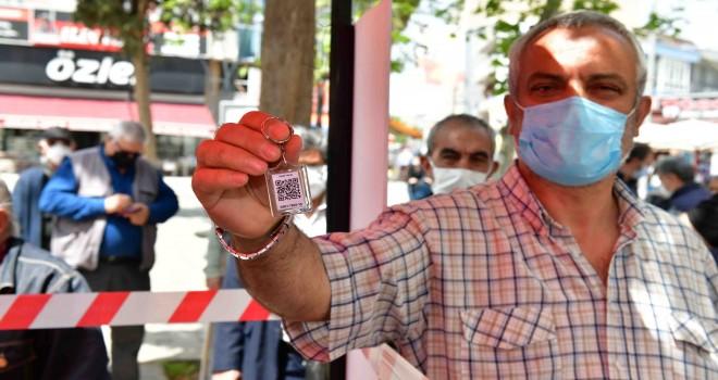 Çiğli Belediyesi'nden vatandaşlara ''HES Kodlu Anahtarlık'' hediyesi