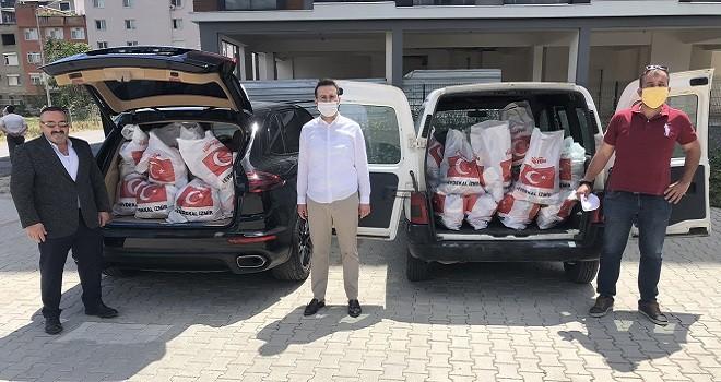 Ak Parti Karşıyaka 2500 aileye yardım paketi dağıttı